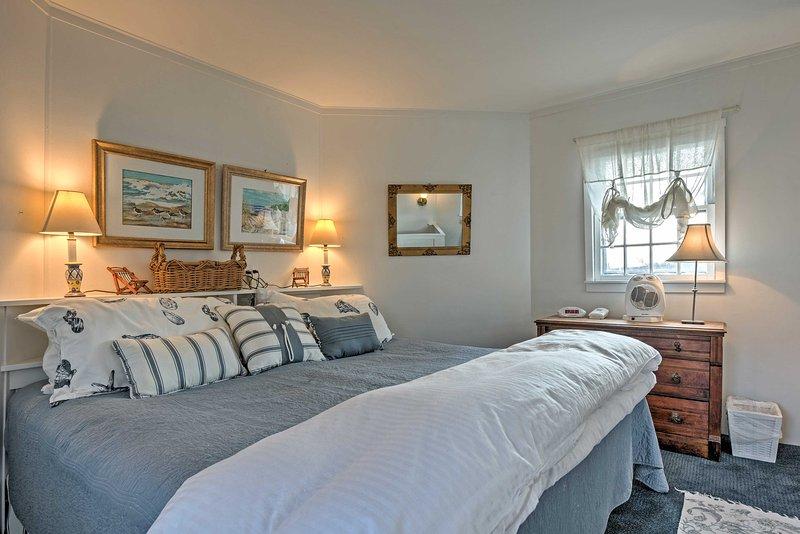 Gemütlich im Kingsize-Bett im Schlafzimmer auf.
