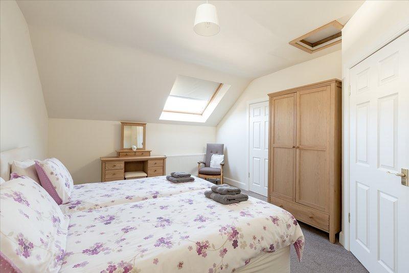 Υπνοδωμάτιο 1 με δύο μονά κρεβάτια