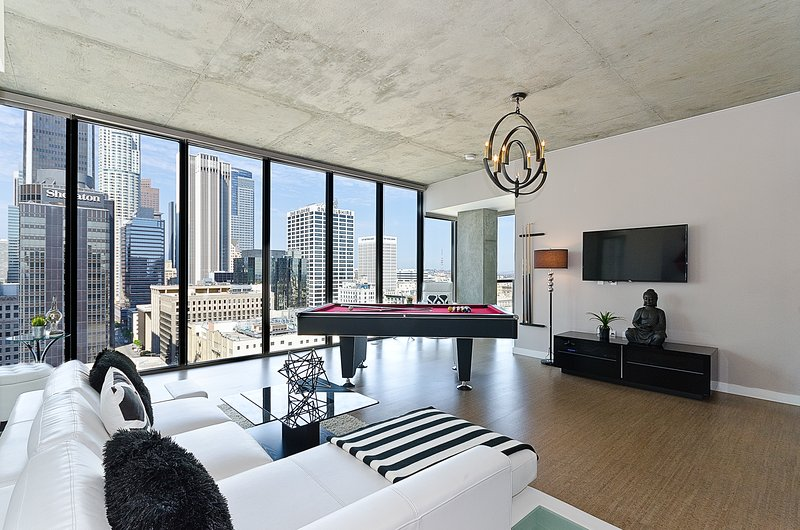 URBAN DOWNTOWN LA VIP SKY POOL TABLE PENTHOUSE UPDATED ...
