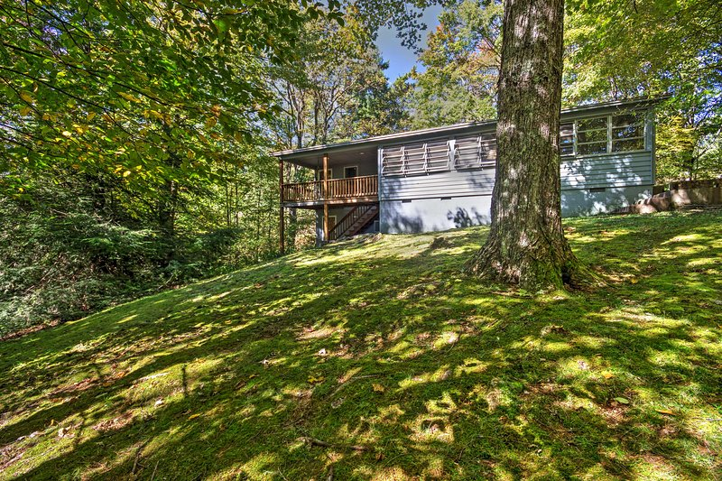 Escape to tranquil surroundings at this superb Blowing Rock vacation rental house!