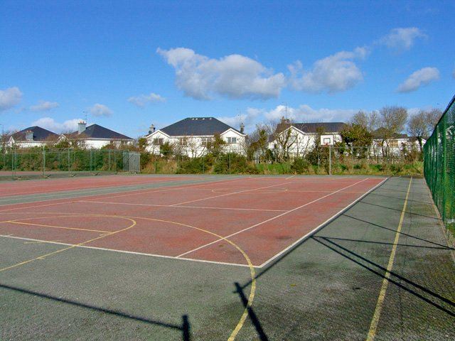 Tennisplatz vor Ort