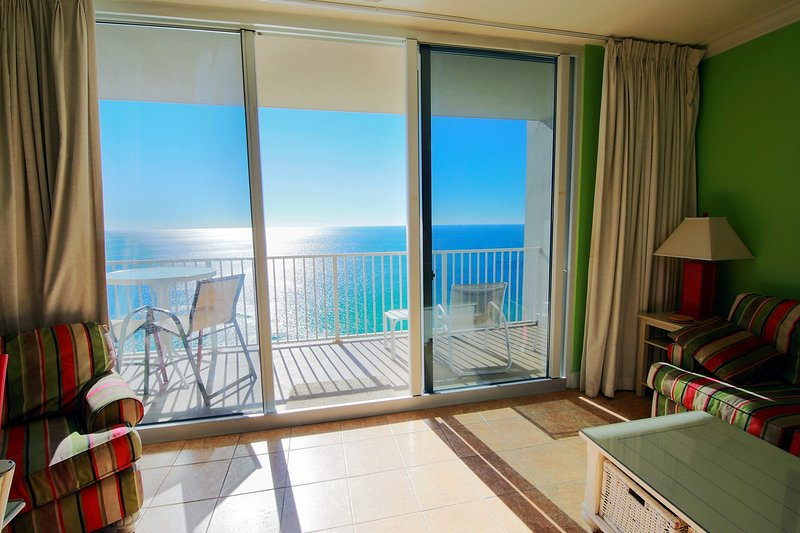 Spacious 2.5br/3ba Oceanfront Condo Next To Pier Park! Great Amenities!, holiday rental in Panama City Beach