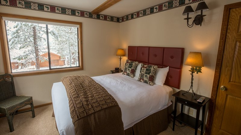 Your Roomy Northstar Retreat Awaits, holiday rental in Floriston