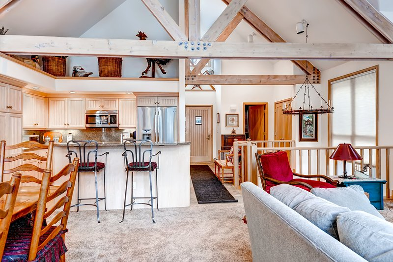 Ski in & Slopeside Luxury Townhome at Pines Lodge Sleeps 12, location de vacances à Beaver Creek