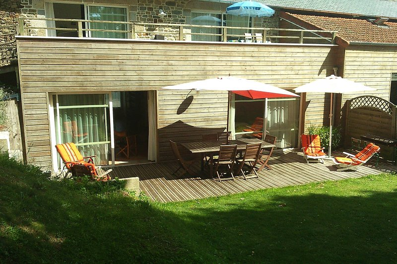 Nice apartment with garden & Wifi, vacation rental in La Lucerne-d'Outremer