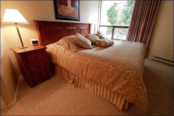 Lit King Size élégant avec deux lits jumeaux en option dans la chambre