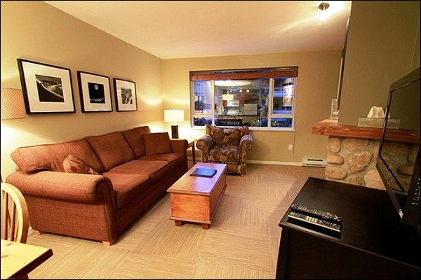 Short Walk to Charming Mountain Gondolas  / 214936 Chalet in Whistler