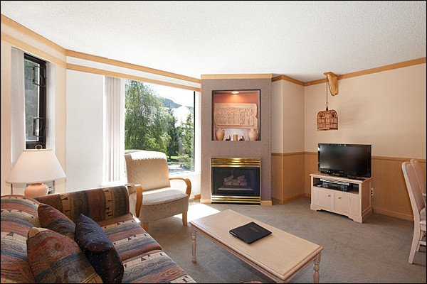 Slopeside on Blackcomb with Hot Tub and Pool / 214927 Chalet in Whistler