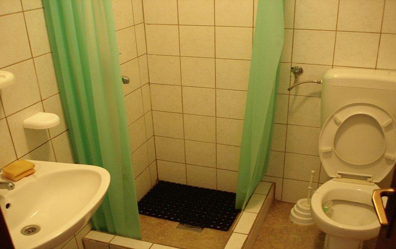 SA3 (2 + 1): banheiro com vaso sanitário