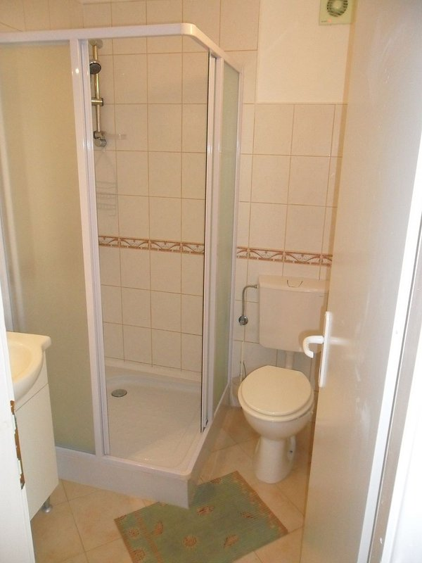 SA2 Ruzmarin (2): bathroom with toilet