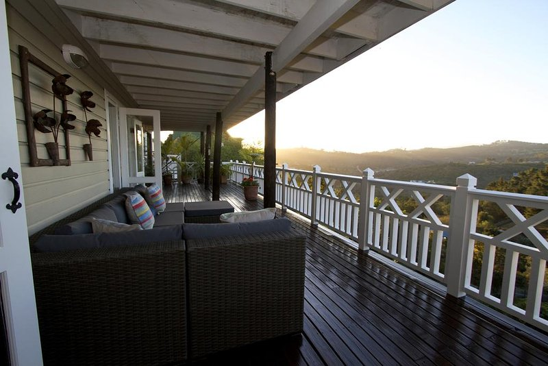 BEST location in Knysna for Magnificent Views of the Outeniqua Mountains., alquiler vacacional en Rheenendal
