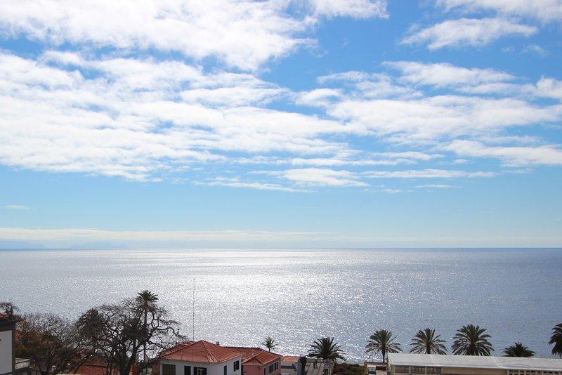 SEAVIEW - APARTMENT ON THE BEACH - MADEIRA ISLAND, casa vacanza a Santo Antonio da Serra