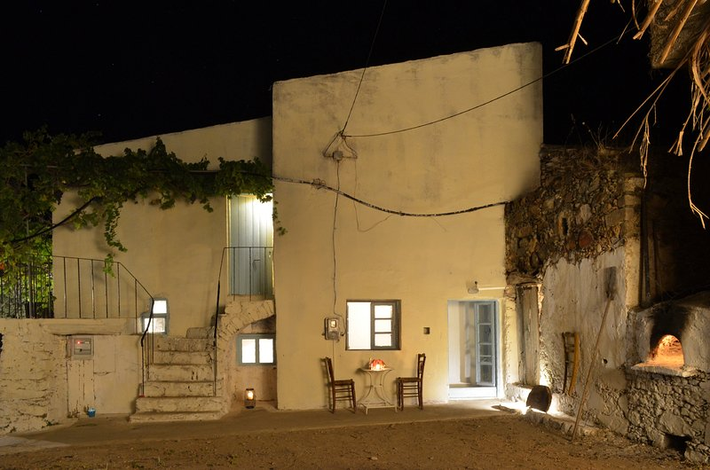 traditional cretan house near paleochora with unique private garden, vakantiewoning in Elafonissi