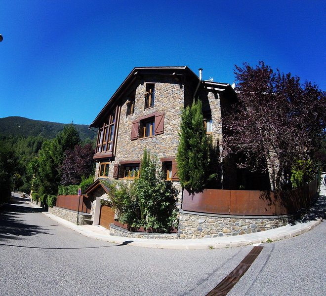 BED & BREAKFAST LA LLUNA, holiday rental in Ordino