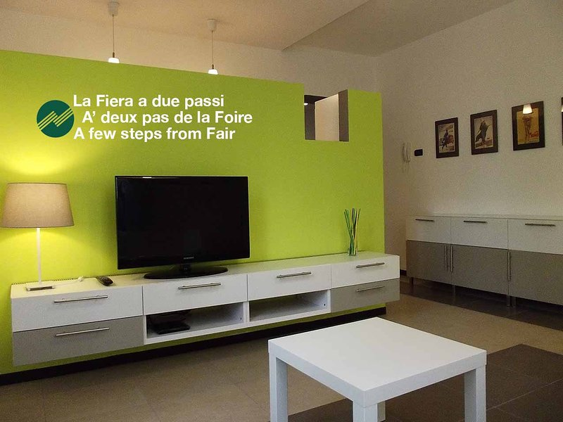 RhoFiera-CimaRhosaHouse - Appartamento Color, holiday rental in Novate Milanese