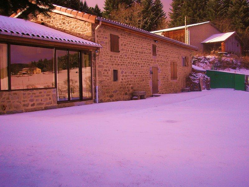 gite de neige r piste  de skis a 15 minutes raquette et luge sur place;