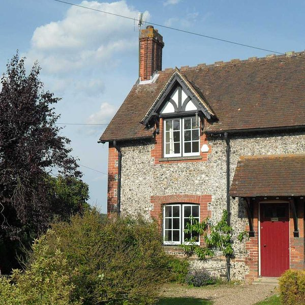 Cottage in the South Downs between Worthing and Arundel, close to many beaches, holiday rental in Tarring