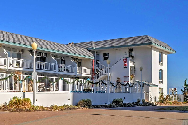 Book the ultimate Virginia Beach getaway at this newly renovated studio!
