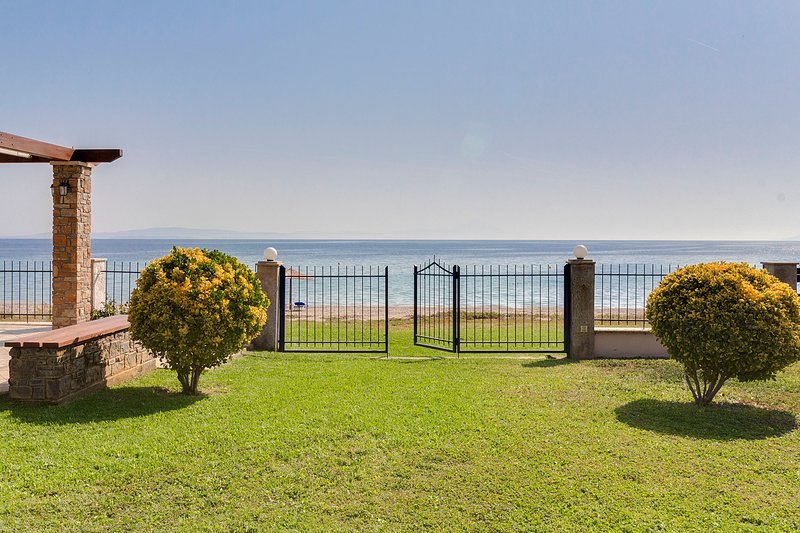 Villa Nefeli in Akti Salonikiou A, holiday rental in Sithonia