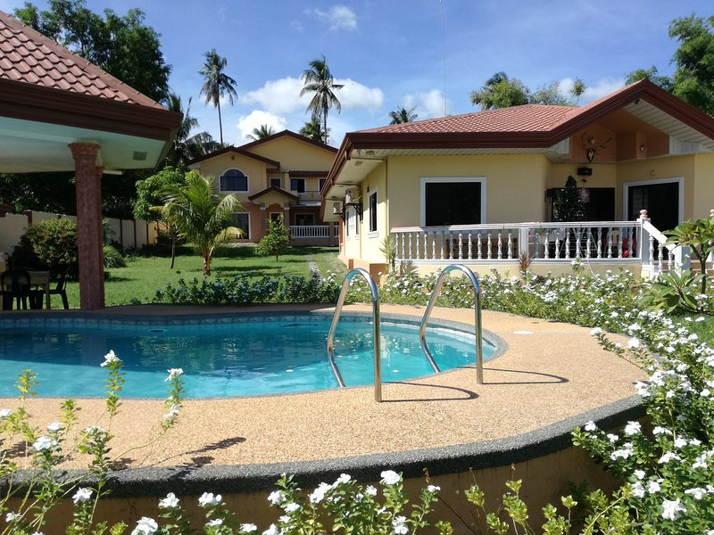 sheilas place in dauin philippines.house and rooms for rent. swimmingpool parking area wifi . privat