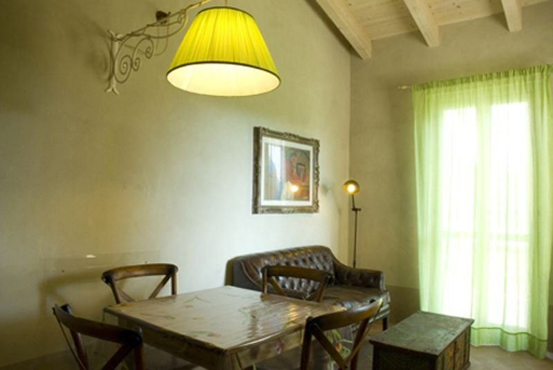 Le Versegge Apartment Sleeps 4 with Pool and Air Con - 5336597, vacation rental in Sticciano Scalo