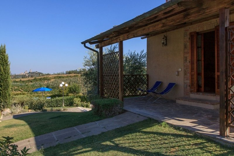 Il Granaio 1 Bedroom Tuscan Farmhouse, holiday rental in San Gimignano
