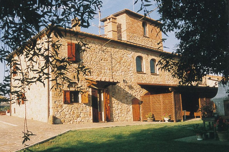 One Bedroom Ground Floor Apartment San Gimignano, holiday rental in San Gimignano