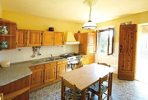 San Marziale Farmhouse Sleeps 3 with Pool - 5336824, vacation rental in Buonconvento