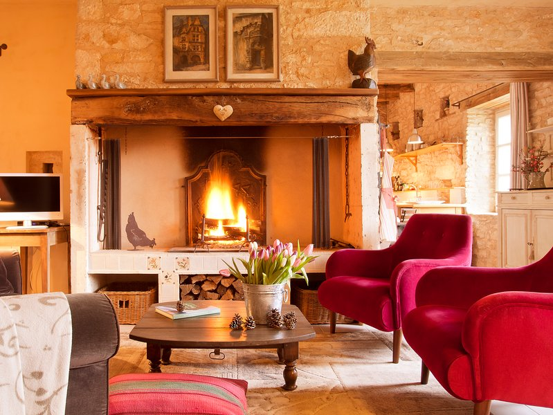 The cosy sitting area with pink velvet armchairs of la Maison de Marc at La Chartreuse du Maine