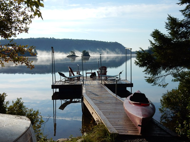 COTTAGE ON LAKE CARILLON, holiday rental in Saint-Raymond