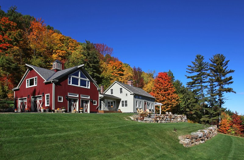 Picturesque Vermont Suite • Dramatic Mountain Views • Bed and Breakfast, location de vacances à Comstock