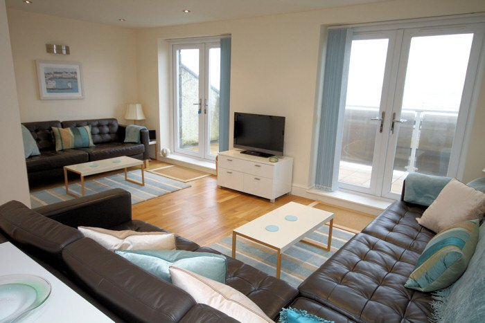 Sunset Bay Designer Beach House Tywyn, vacation rental in Tywyn