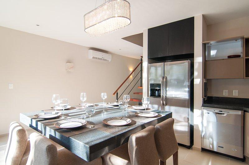 Isla de cocina con espacio para 8 personas.