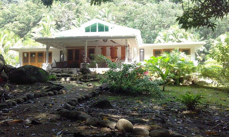 Riverside Villa YlangYlang, aluguéis de temporada em La Plaine
