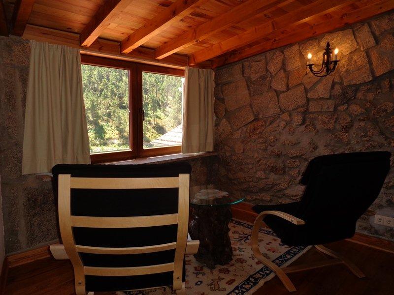 Serra da Estrela, Sabugueiro (15 min da Torre); Capacidade 11 pessoas, holiday rental in Serra da Estrela