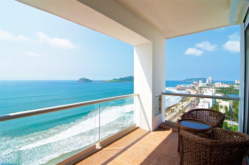 Beachfront Condo - Horizon Sky 1501, holiday rental in Mazatlan
