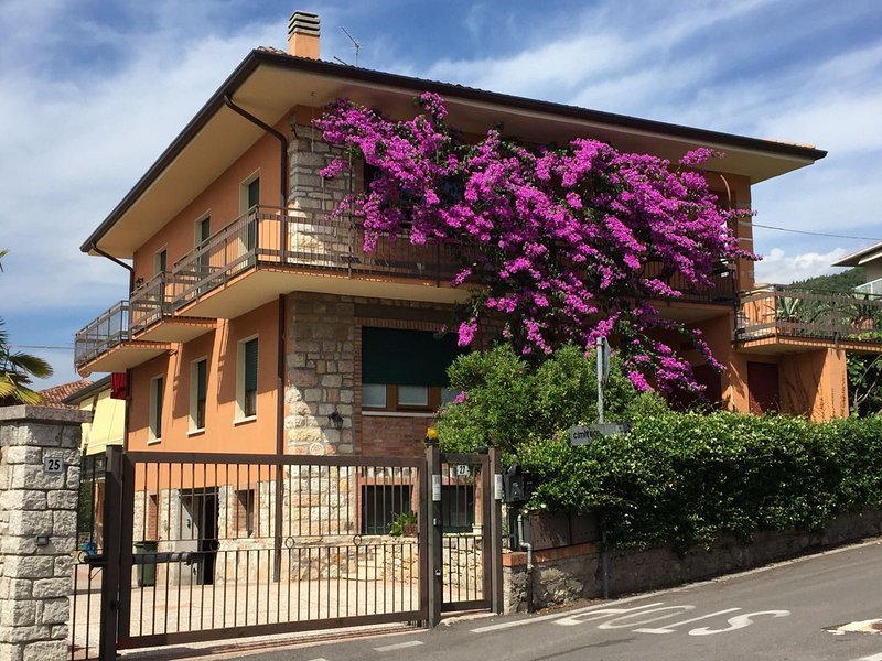 A few steps from Lake Garda, comfortable accommodation, convenient to downtown and the beaches