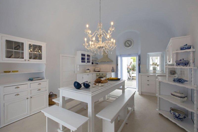 Dantelo Blue Luxury Private Residence, holiday rental in Mesaria