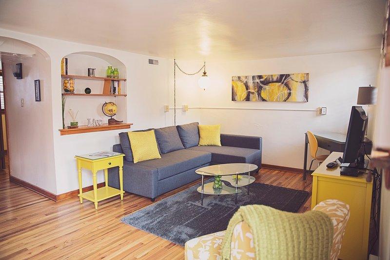 Mid-Century Modern Apartment Sous-sol. Walkable à la vieille ville, 4 blocs à CSU.Private entrée et cour