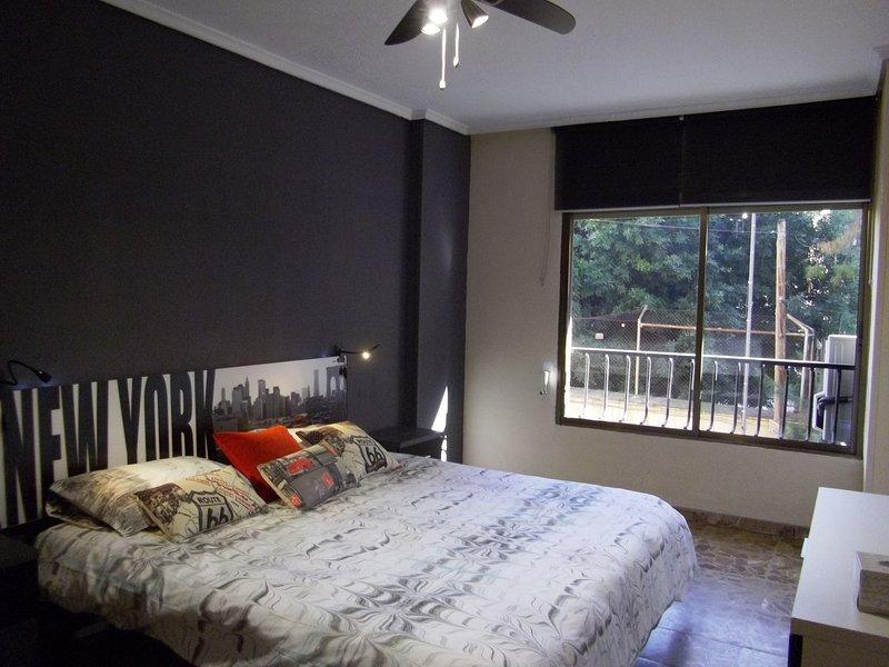 Coqueto y cómodo apartamento cerca del centro, aluguéis de temporada em Castell de Castells