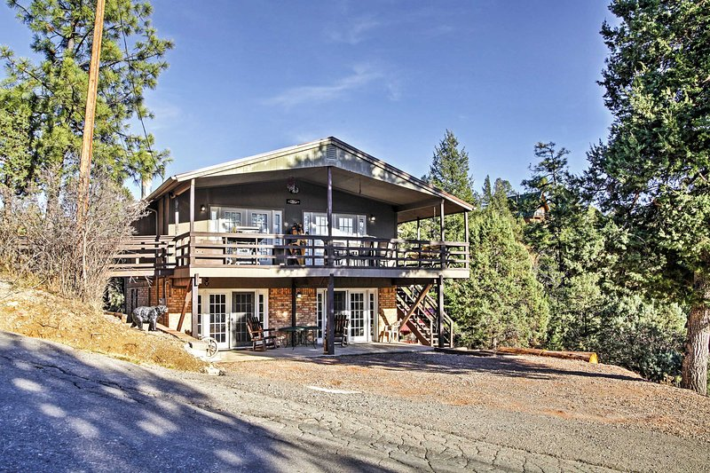 The perfect New Mexico getaway awaits you at this gorgeous 4-bedroom, 3-bathroom Ruidoso vacation rental house that comfortably sleeps 10 guests!