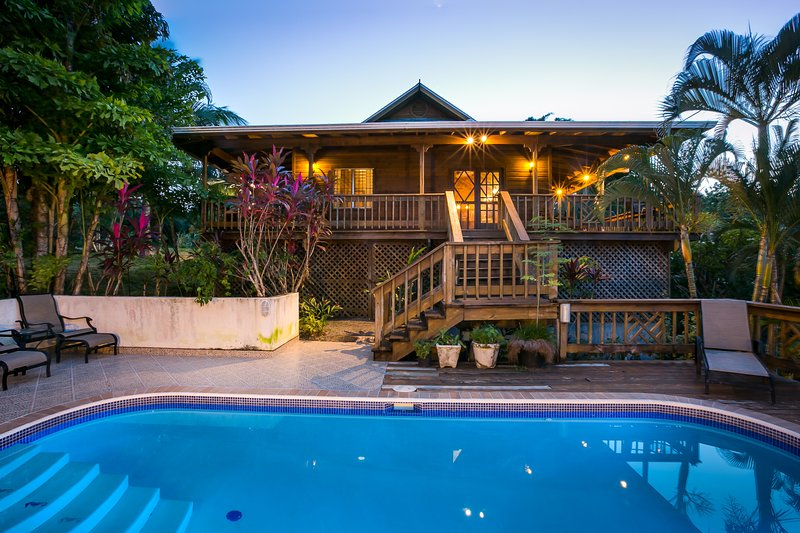 Topical Island Pool Home w/ 400 foot Dock (Casita if available), holiday rental in Sandy Bay