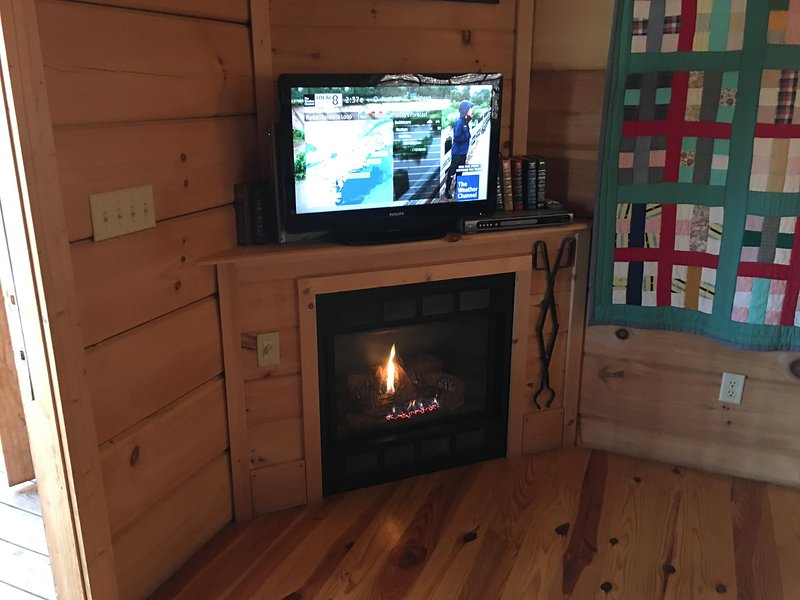 Fireplace and Flatscreen TV!