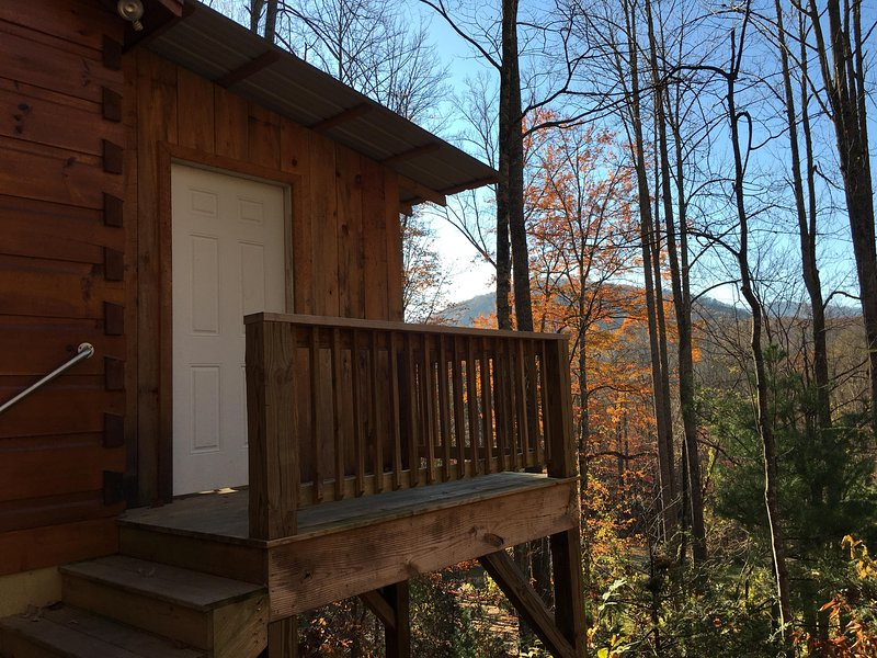 Get N Luckey,-  Private, with Hot Tub, Fireplace, Romantic, View, Free WiFi, location de vacances à Asheville