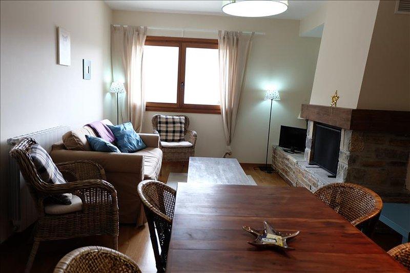 31BC - Apartamento de 2 Dormitorios y 1 Baño, holiday rental in Tramacastilla de Tena