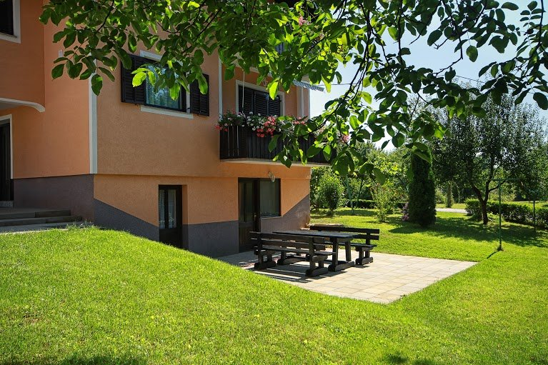 Countryside Plitvice Apartment ****, holiday rental in Irinovac
