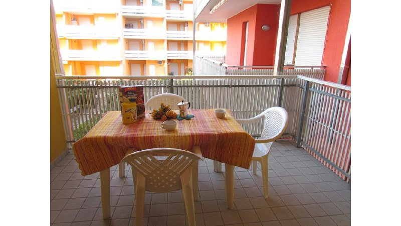 Seafront Complex - Cosy Apartment Close to Shopping Centre, Tennis, Mini golf, vacation rental in Bibione