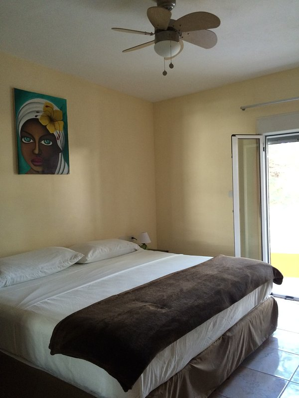 Bedroom is very spacious, king size bed Viva Maria