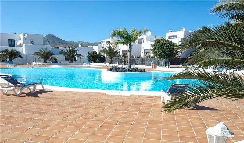 Beautiful 2 storey apartment with Communal Pool in Puerto Calero  LVC261005, vacation rental in Puerto Calero