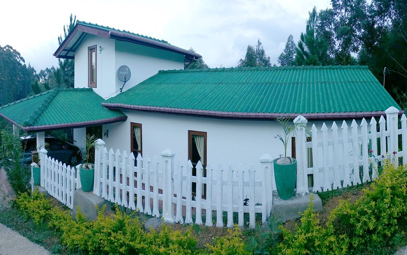 Home Stay For Only Foreigners, holiday rental in Belihuloya